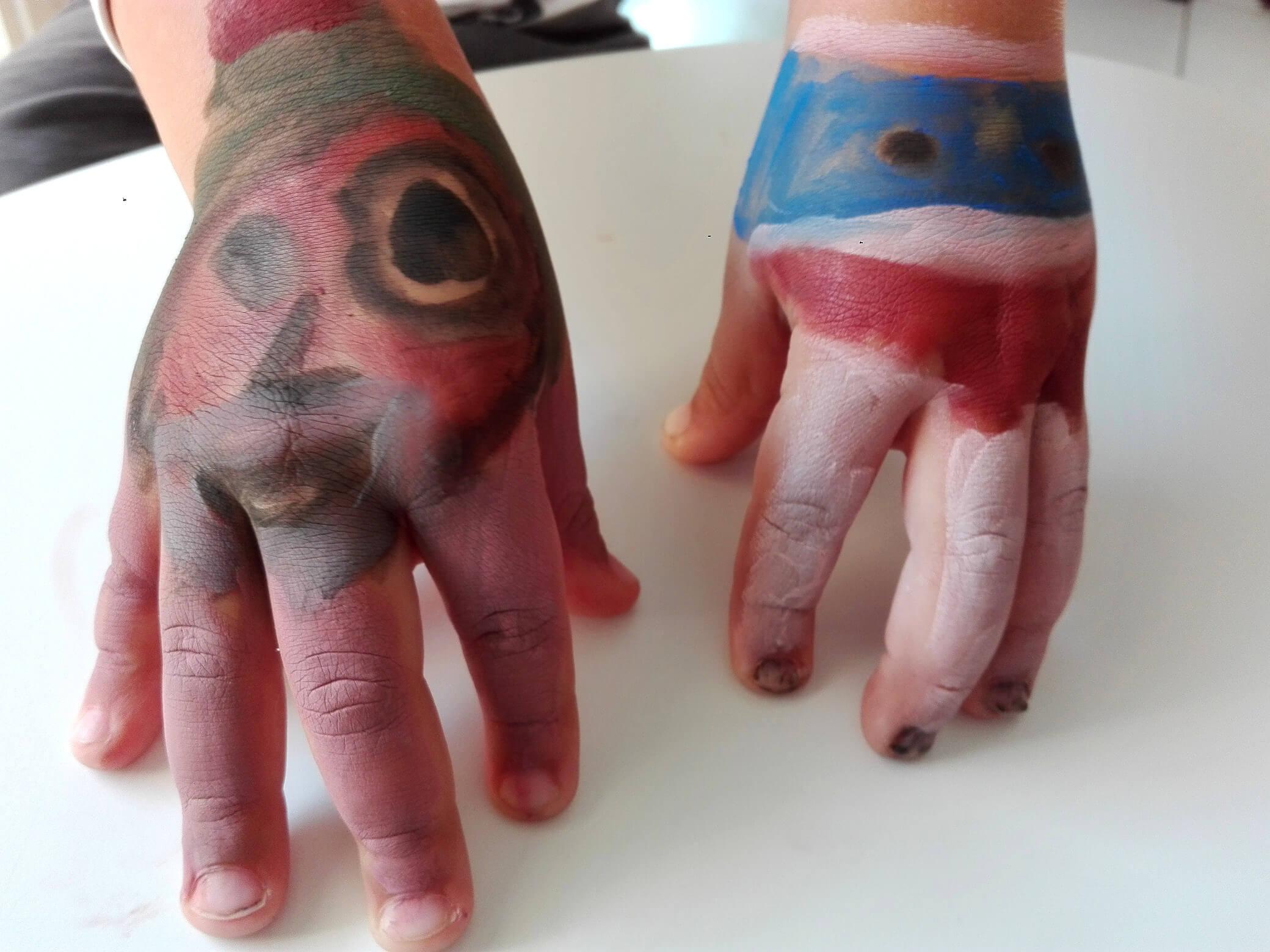 mains-peintes