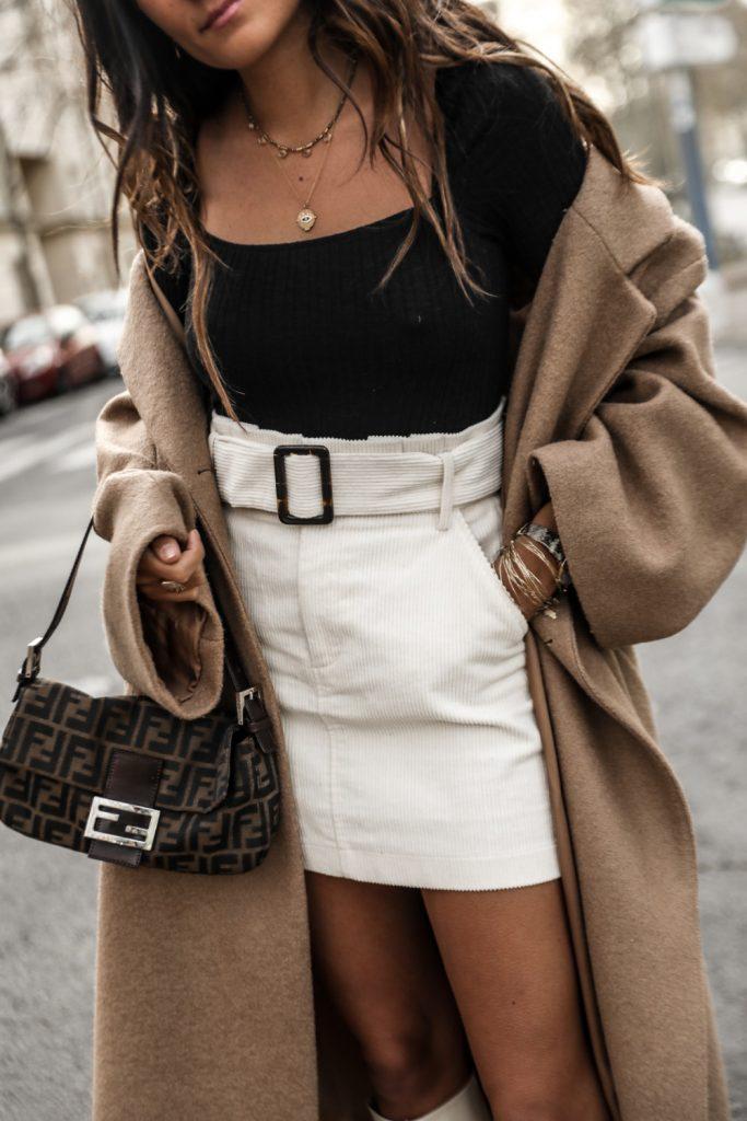 blog-mode-jupe-velours-côtelé-manteau-camel-oversize-bottes-blanches-