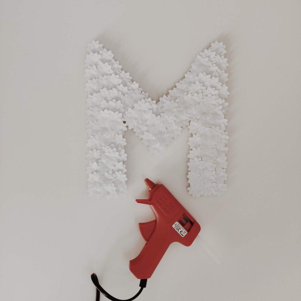 Etape-4-lettre-florale